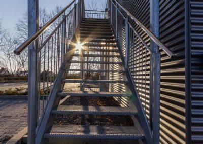 Fotografie für Werbung: Containergebäude Aussentreppe