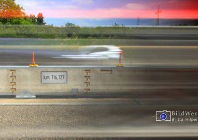 Notoeffnung einer mobilen Beton-Schutzwand an einer Baustelle der A3.