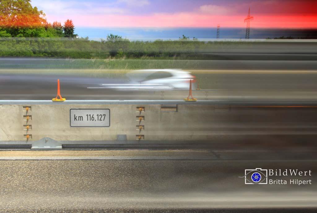 Baustellenfotografie einer mobilen Betonschutzwand an der A3.