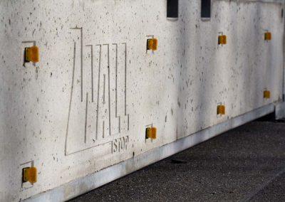 Mobile Betonschutzwand an einer Baustelle der B49.