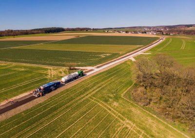 Industriefotografie: Luftaufnahmen mit der Drohne vom Strassenbau.